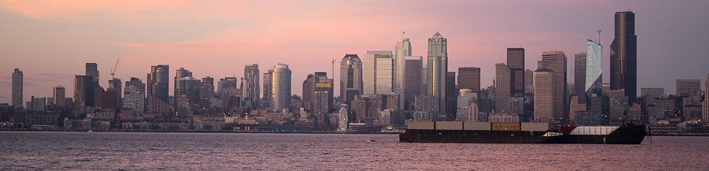 Cityscape of Seattle behind lake Washington.